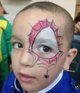 ציור פנים של ספיידרמן לילד חמוד